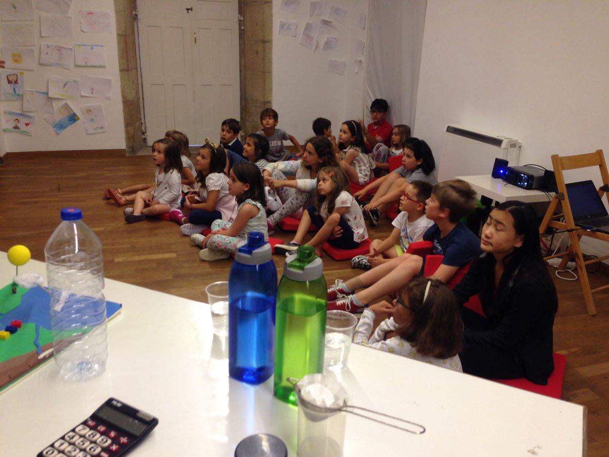 """Viaqua on Twitter: """"Hoxe 30 nen@s divertíronse aprendendo sobre a #auga co programa educativo #Aqualogía e a @FundGranell en #Santiago. ..."""