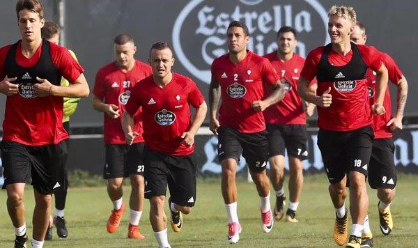 #RCCelta: El equipo se ejercita todavía sin Tucu, Marcelo Díaz ni Jonny  http://www. futbolfantasy.com/noticias/43663 -el-celta-se-ejercita-todavia-sin-tucu-marcelo-diaz-ni-jonny  … pic.twitter.com/hfM0DNZFLI