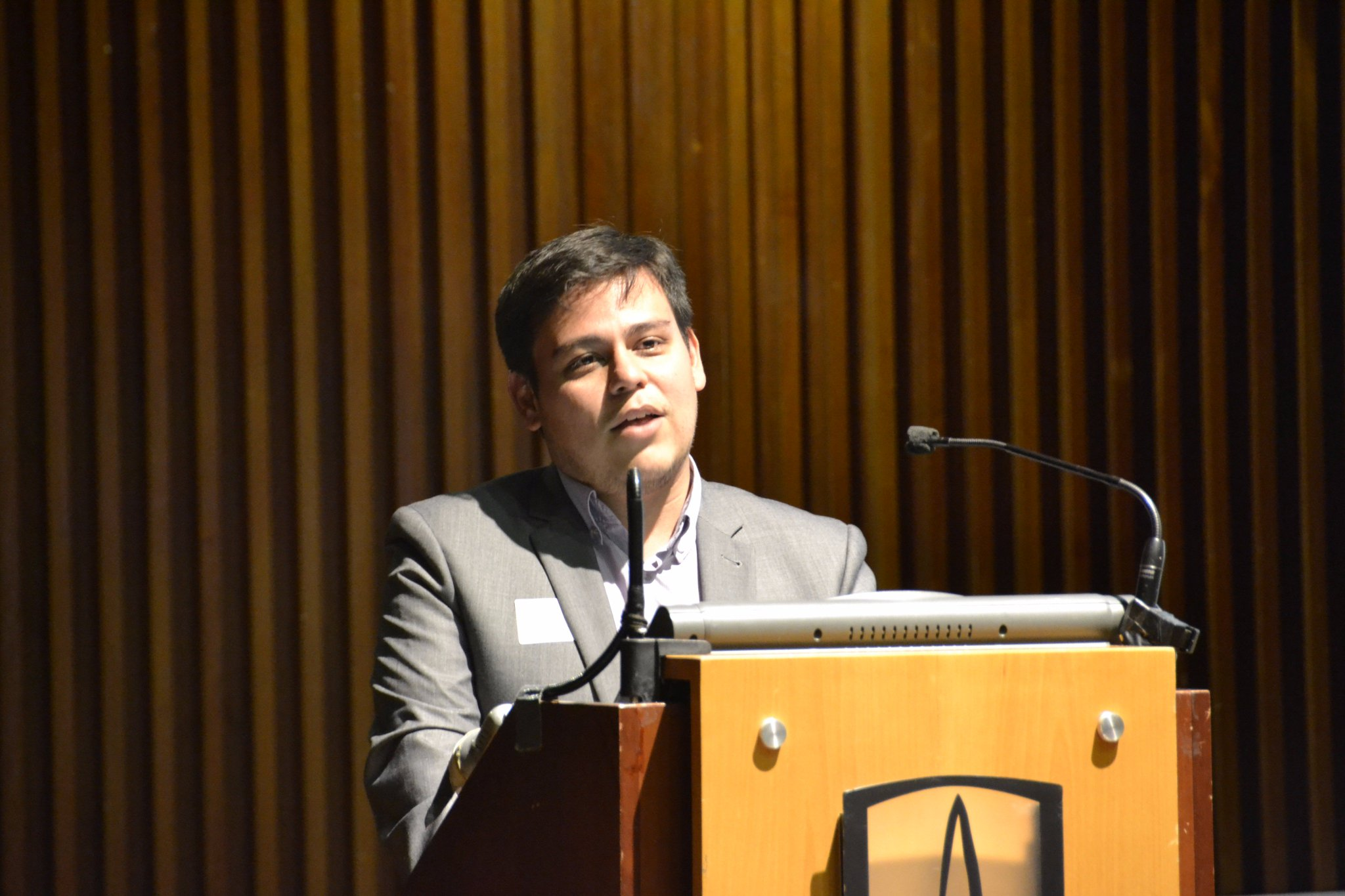 Inicia intervención de César Mantilla (@CesarMant) profesor de @EconUrosario Simposio #CrecimientoVerde #EnVivo: https://t.co/FHxrSkTWeg https://t.co/8cS1dY7Hiw