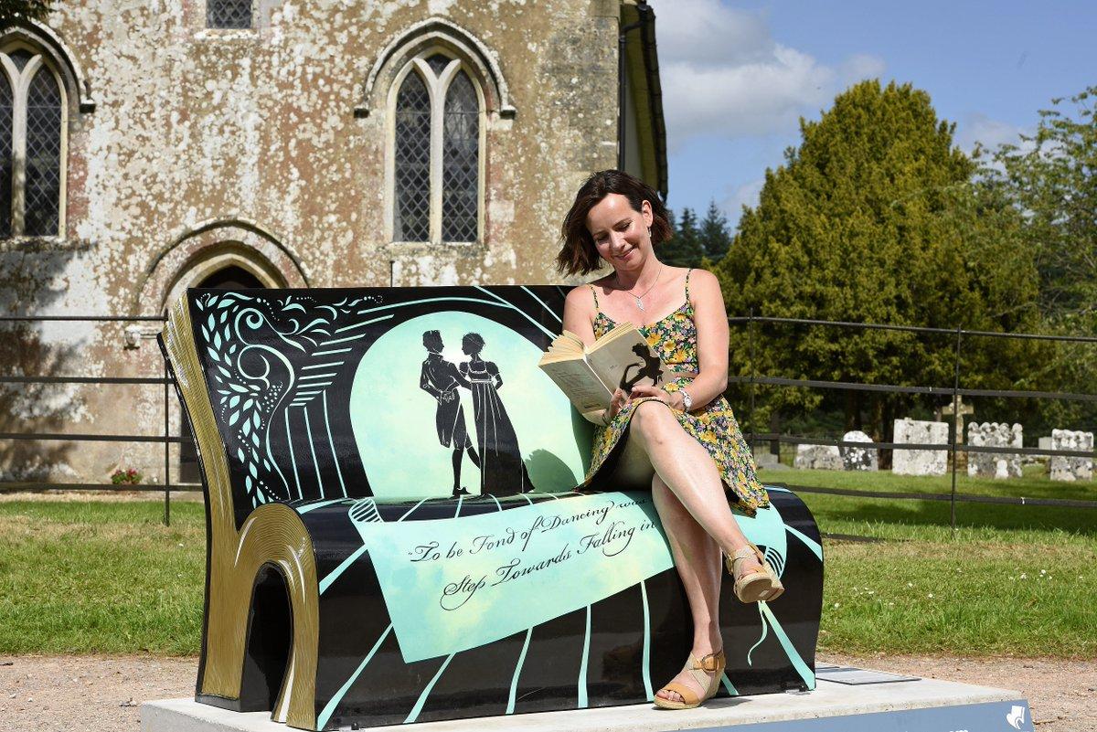 Bench  #livros #literatura #books #JaneAusten200<br>http://pic.twitter.com/4yIetS8bUx