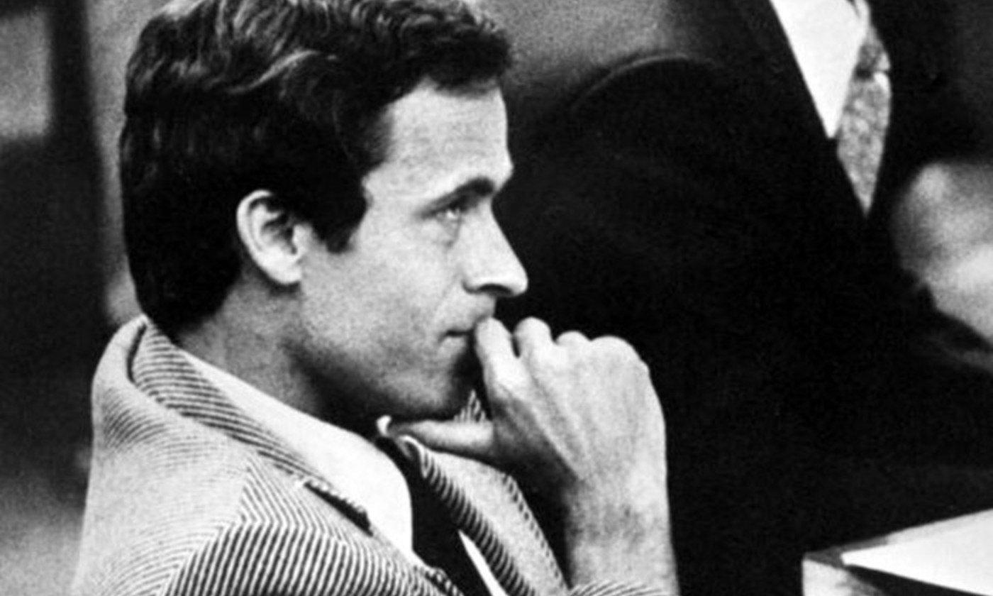 Ted Bundy właśc Theodore Robert Bundy ur 24 listopada 1946 w Burlington Vermont zm 24 stycznia 1989 w Raiford Floryda amerykański seryjny morderca