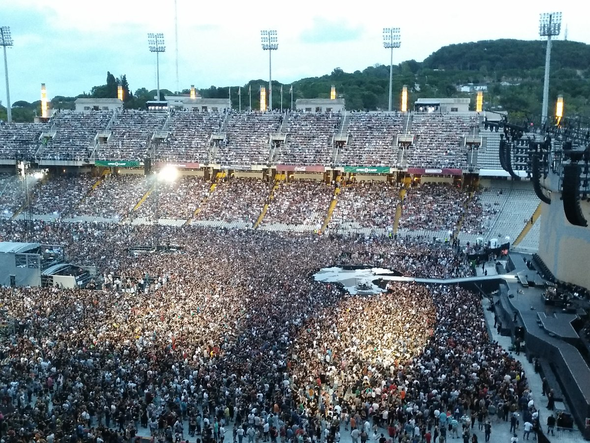 People just waiting... #music @U2 #U2TheJoshuaTree2017 #u2barcelona #barcelona #estadiolimpic<br>http://pic.twitter.com/2byYvgb2H7