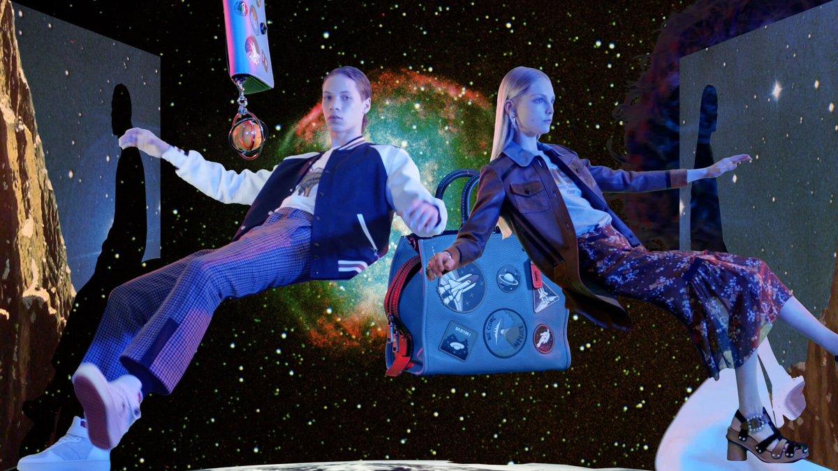 Como previu André Courrèges, as pessoas só querem usar bolsas e roupas com referência ao espaço em 2017. https://t.co/sG4XEJbDmz