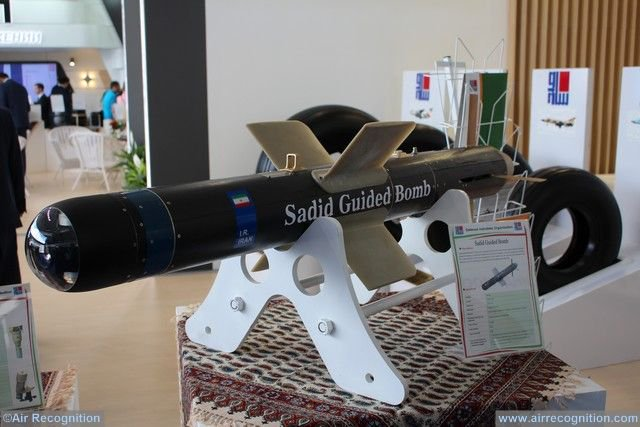 ايران تكشف عن خط انتاج قنابل Sadid-345 الذكيه  DFCx4_oXkAIU_IR