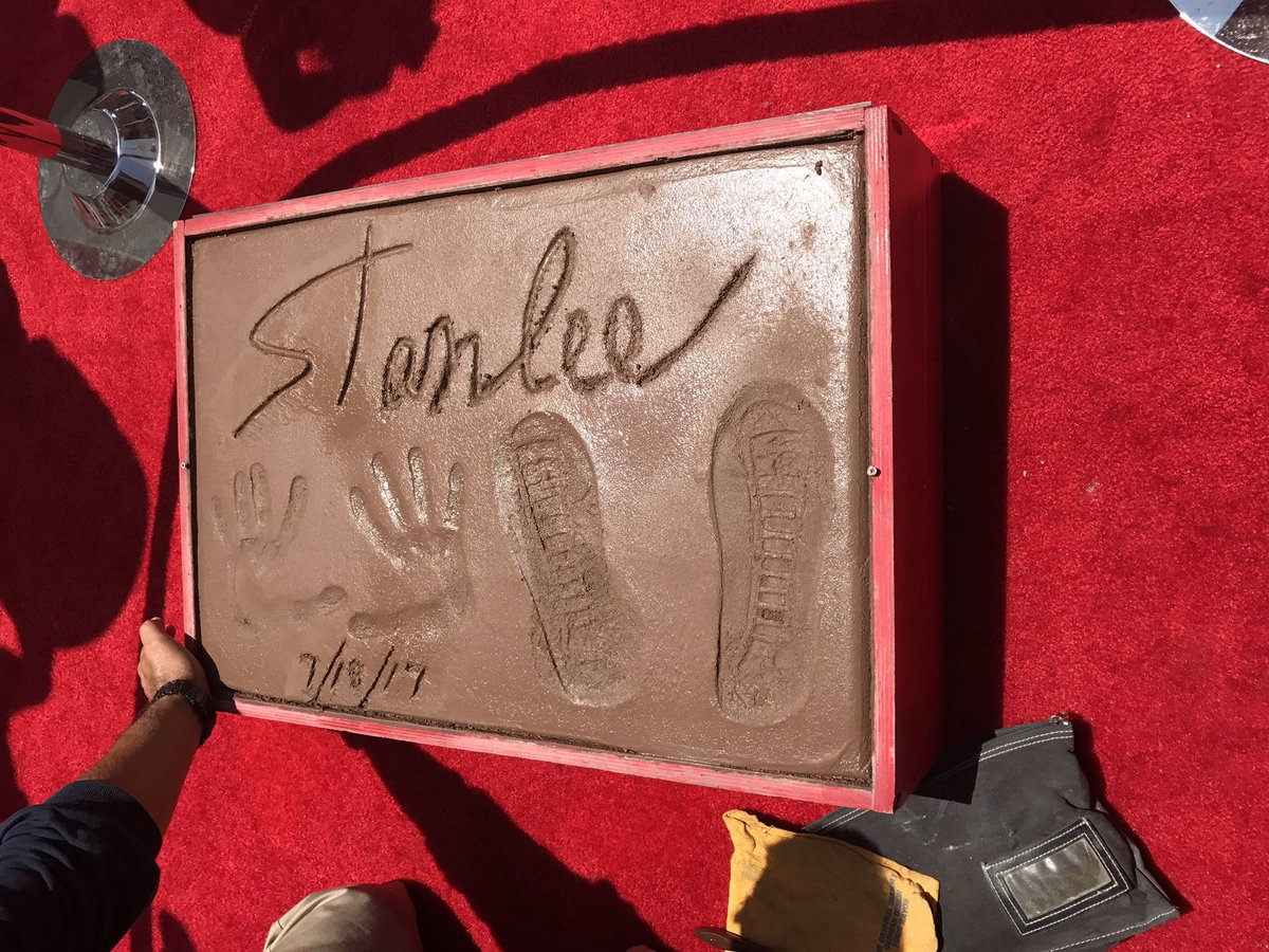 Fresh cement @TheRealStanLee @ChineseTheatres #imprints #fansforstan https://t.co/qxtZdnNgsY