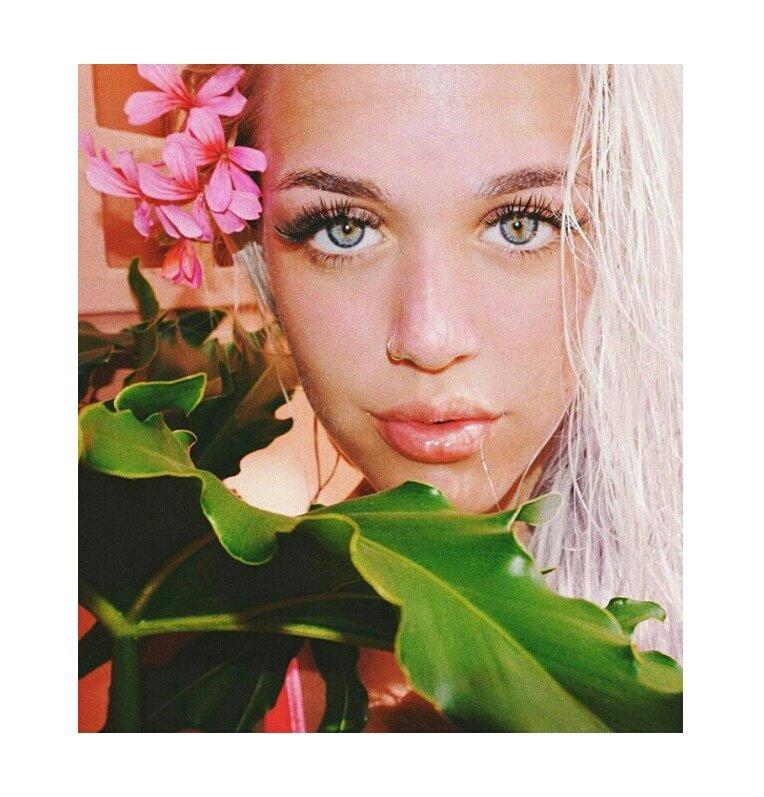 красивая девушка чулках картинка