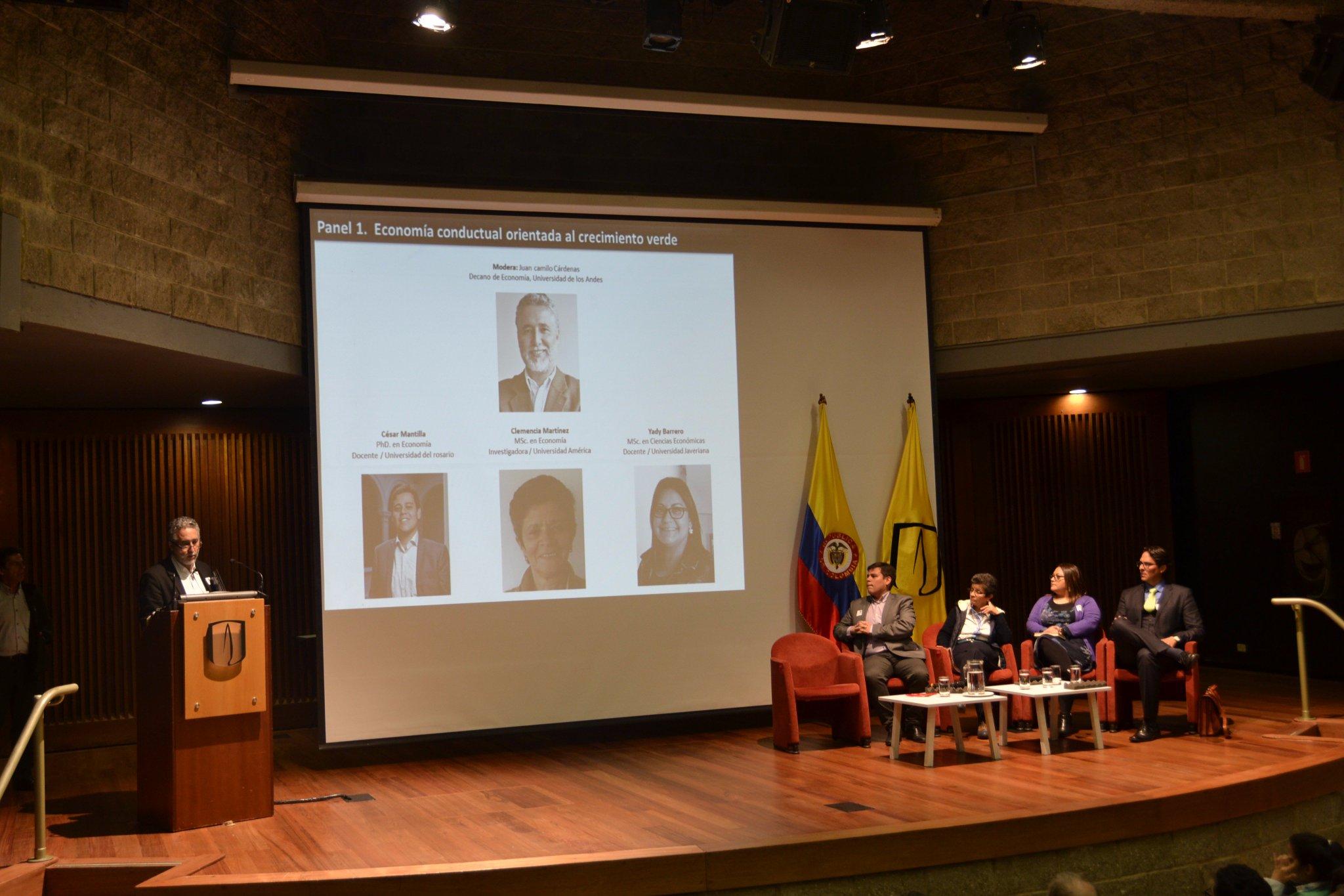 Inicia Panel: Economía conductual orientada al #CrecimientoVerde Modera Juan Camilo Cárdenas decano @EconomiaUAndes: https://t.co/FHxrSkTWeg https://t.co/Hx3uHorR6R