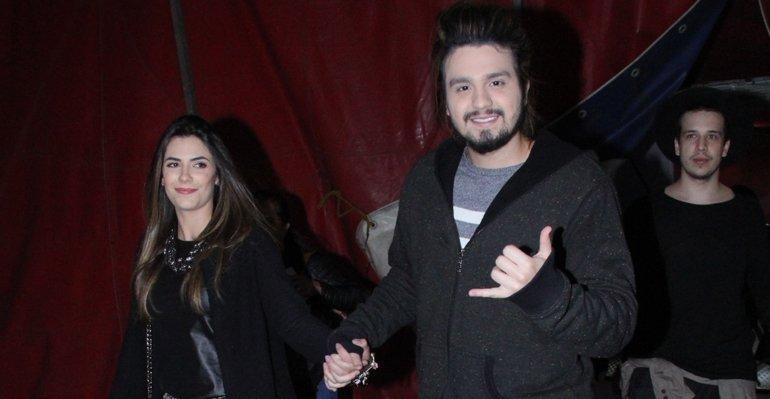 Luan Santana curte espetáculo de circo com Jade Magalhães --> https://t.co/kZs1J7ziBu