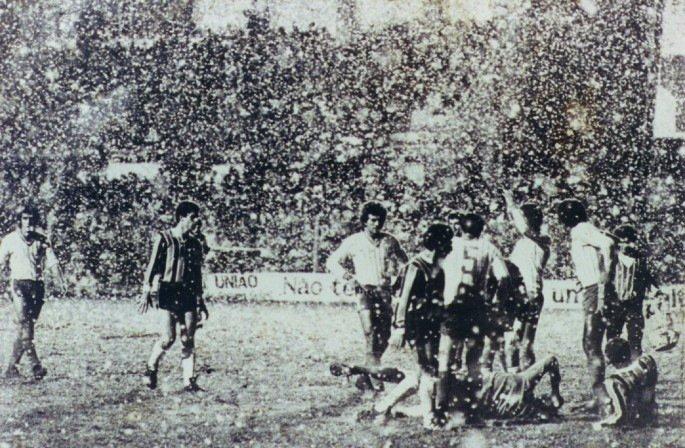 Frio no Sul: Brasil já teve QUATRO jogos disputados sob neve na história. Na foto, Esportivo de Bento Gonçalves x Grêmio, Gauchão de 1979.