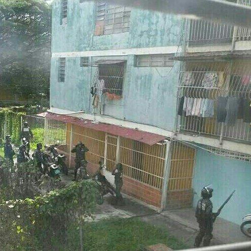 #Carabobo Vecinos de #LaIsabelica reportan que la GNB dispara a los ap...