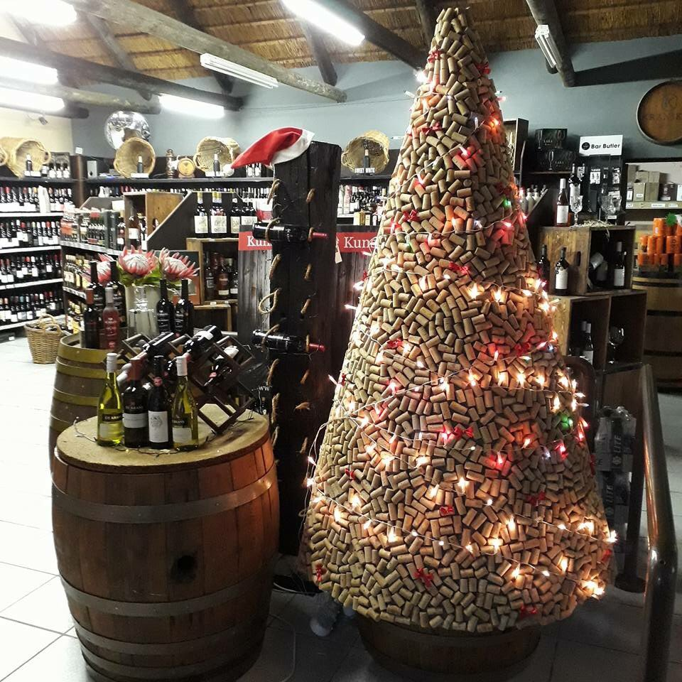 How unique is this #christmastree in @StilbaaiKelders made of #corks! Ready for #ChristmasInJuly this week with the night market on Friday! <br>http://pic.twitter.com/WB5LsxBscO