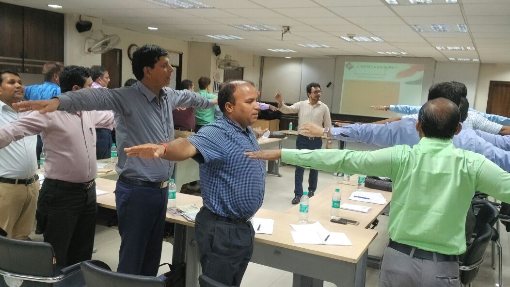 Bihar Election Service Probationers @ECIIIIDEM, first time #ElectionPreparedness, activity time during &#39;Training Techniques&#39; session <br>http://pic.twitter.com/Fonjf755o6