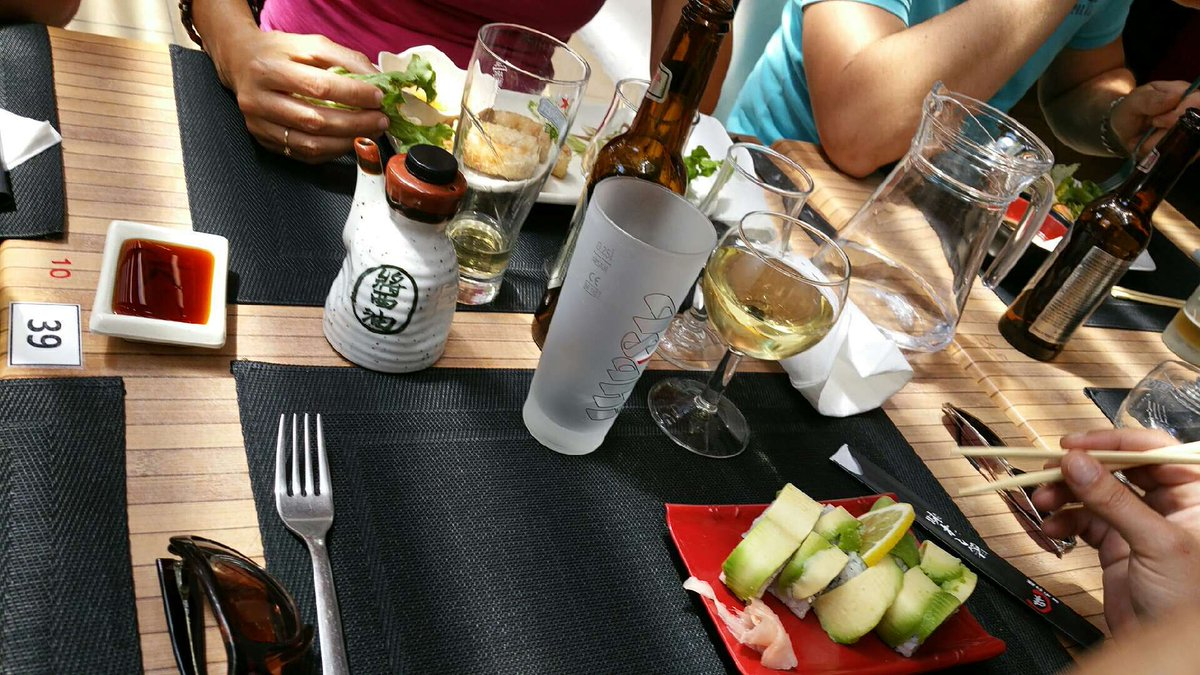 Family and friends ! #ChillOut #dejeuner  #rires #bonmoments <br>http://pic.twitter.com/3AQAcvTVPC