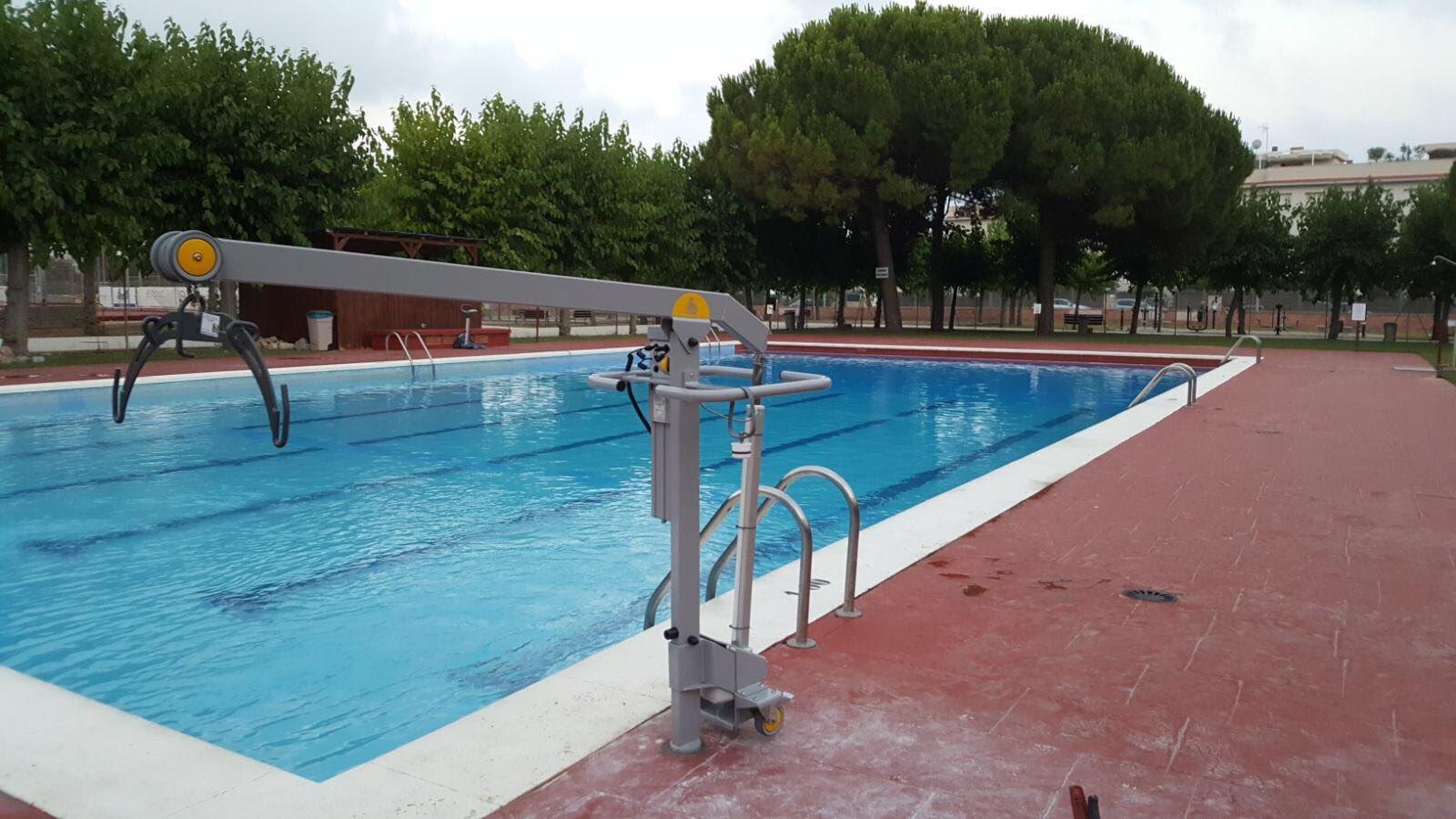 Resultado de imagen de cadira adaptada piscina cubelles