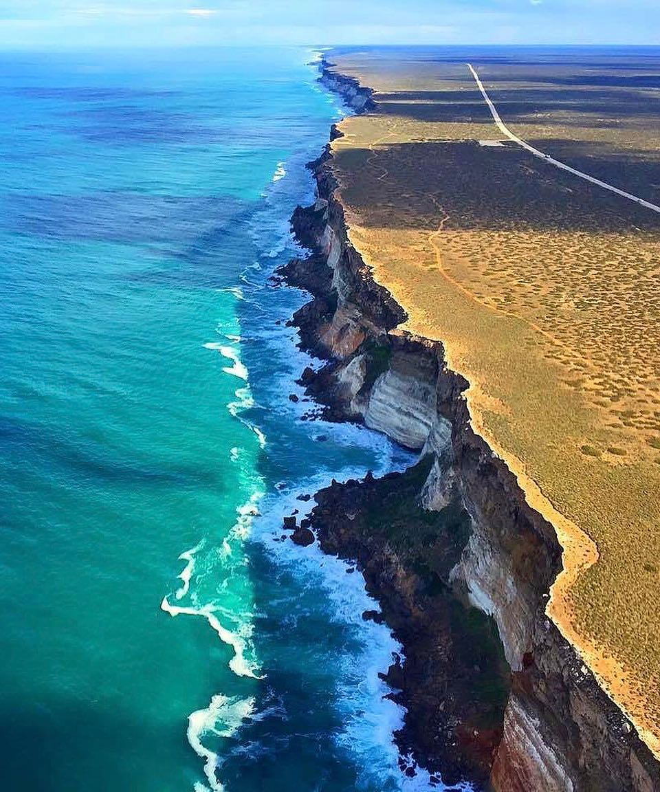 Good morning from the razor-sharp cliffs of #SouthAustralia's #Nullarbor! https://t.co/7AVagQNo4x Pic: kimrobnwally https://t.co/hy3Dk32qD4