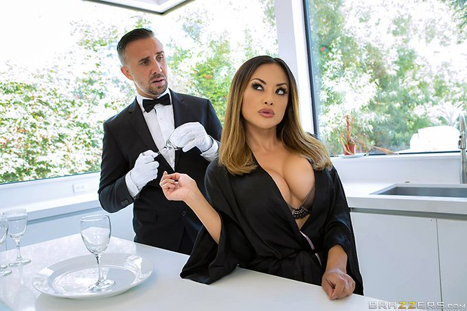 """RT @Brazzers: #NewZZ """"Who's Your Butler?"""" @KaylaniLive  & @KeiranLee  https://t.co/p3GpFxn8oJ #dirtymasseur"""
