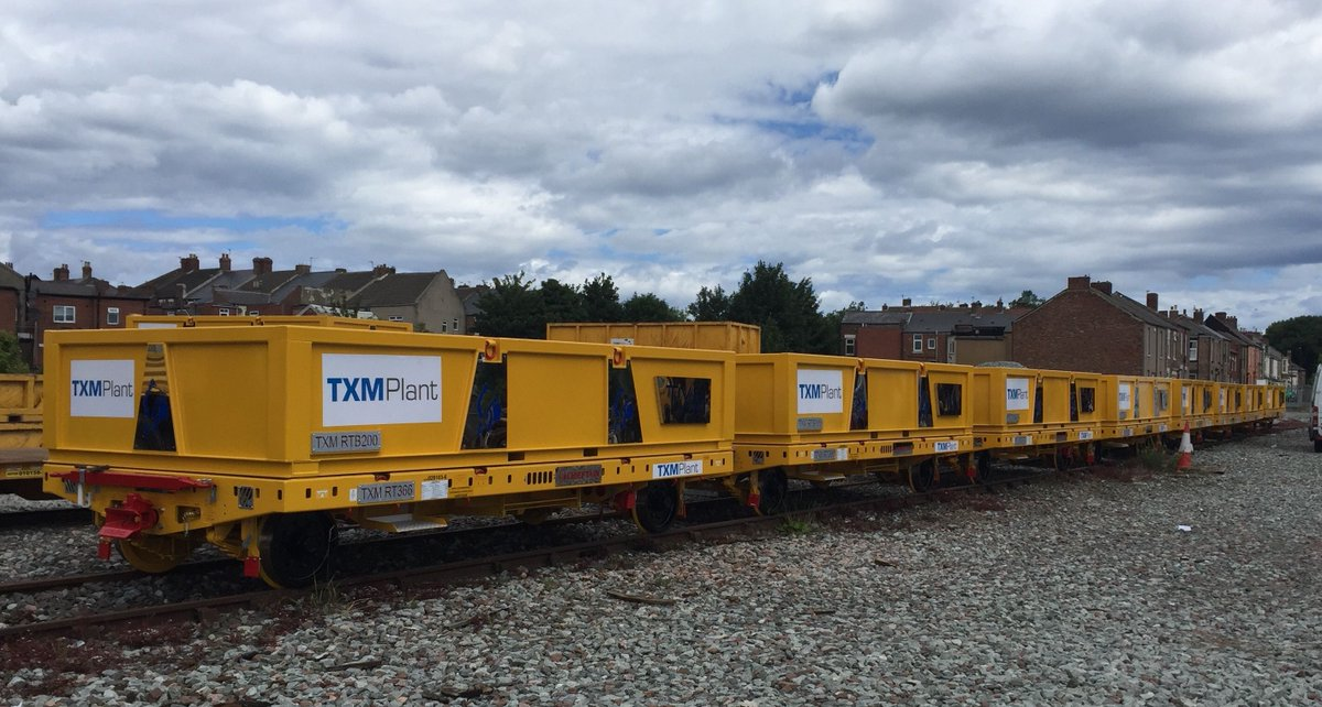 Another great pic of our fancy new @chieftainltd trailers ready for action up at NEXUS! #rail #engineering #yellowkit https://t.co/uaKFKwK4mq