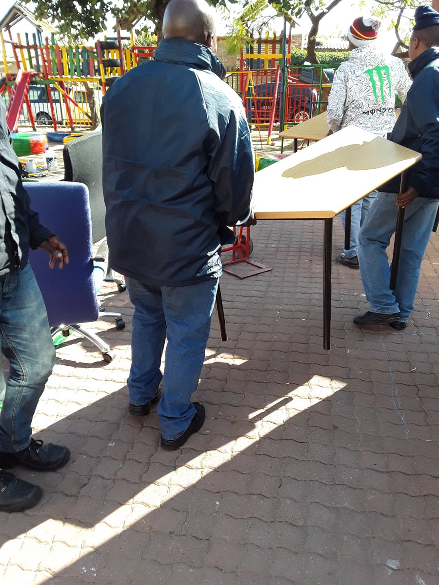 @Boss_Office team painting and donating furniture equipment at Bul Mahlo Home &amp; Day Care in Tembisa #MandelaDay #WhatCanWeDoTogether <br>http://pic.twitter.com/SEwegBySpp