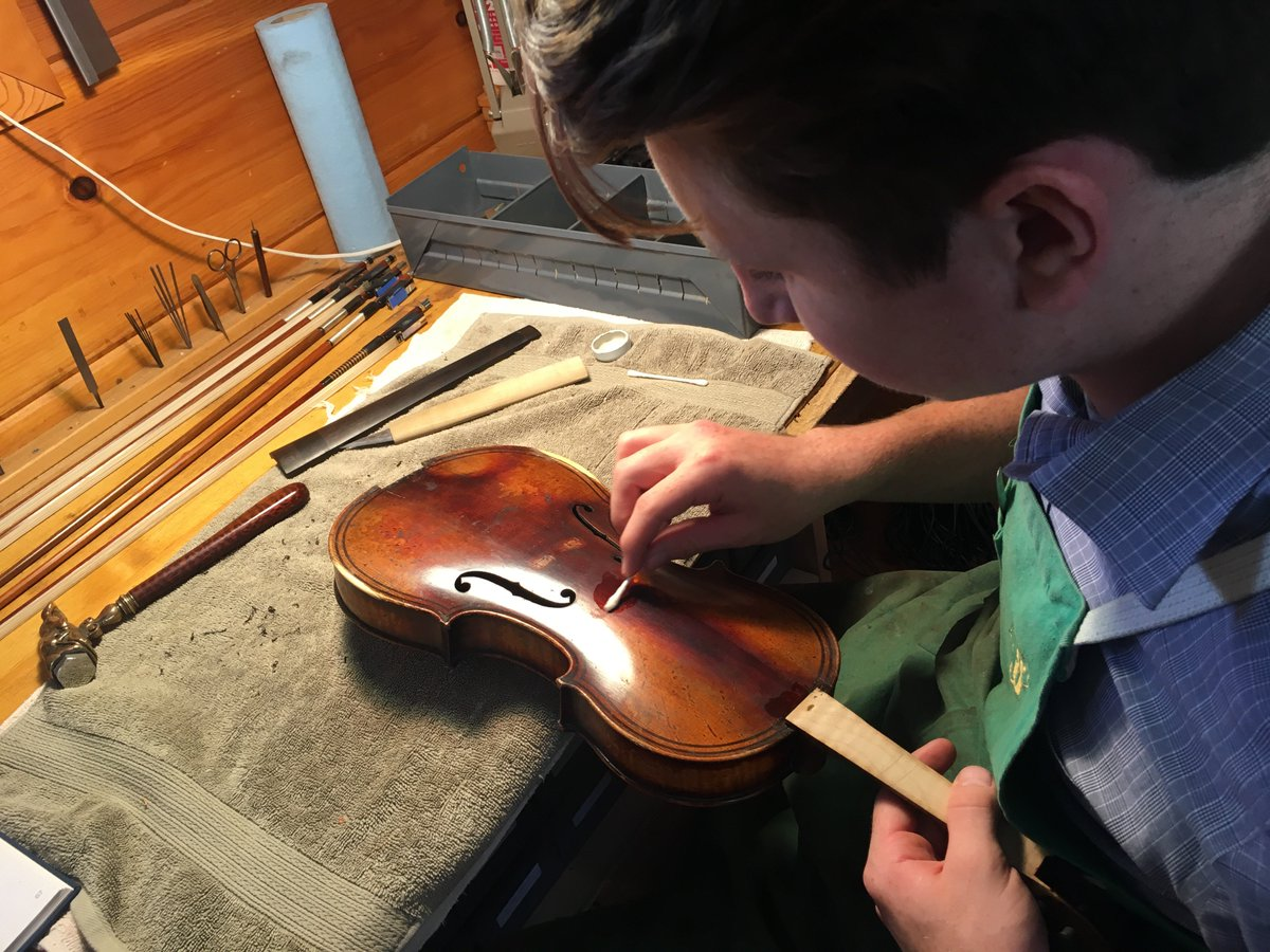 Nathan performing some fine work on a fine violin with a very fine violinmaking tool: A Q-Tip! #luthier #violin  http://www. BenningViolins.com  &nbsp;  <br>http://pic.twitter.com/K7RzzI1dAO