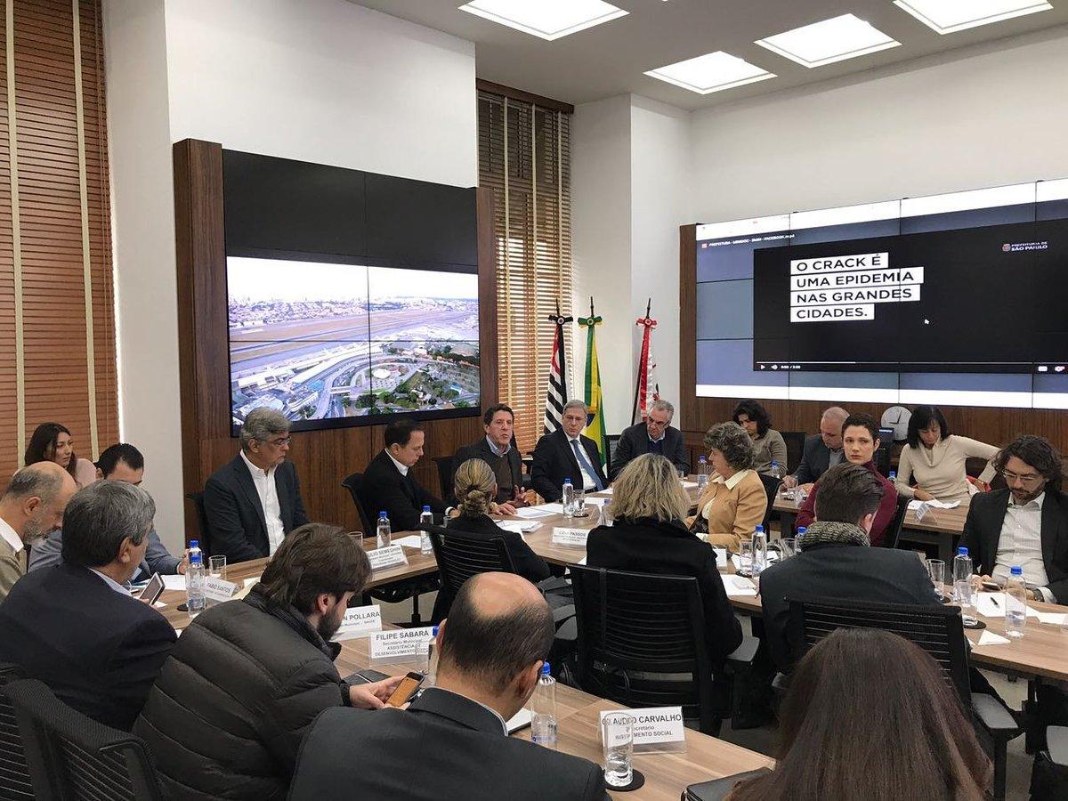 Estamos reunidos desde às 8h com o comitê do projeto Redenção. A luta contra as drogas e em defesa da vida será contínua. #SPmaisHumana
