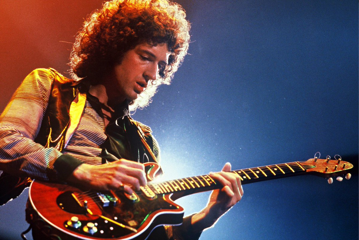 Happy birthday to legendary #Queen guitarist, Brian May! <br>http://pic.twitter.com/8XWdNMyNVo