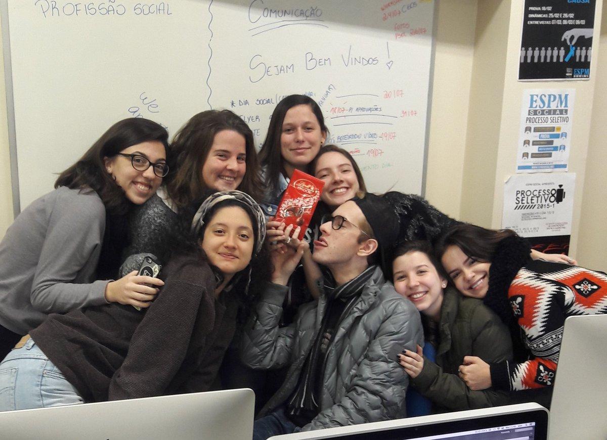 Quando a equipe ganha chocolate pelo seu trabalho 💙 https://t.co/0wO0qqyapa