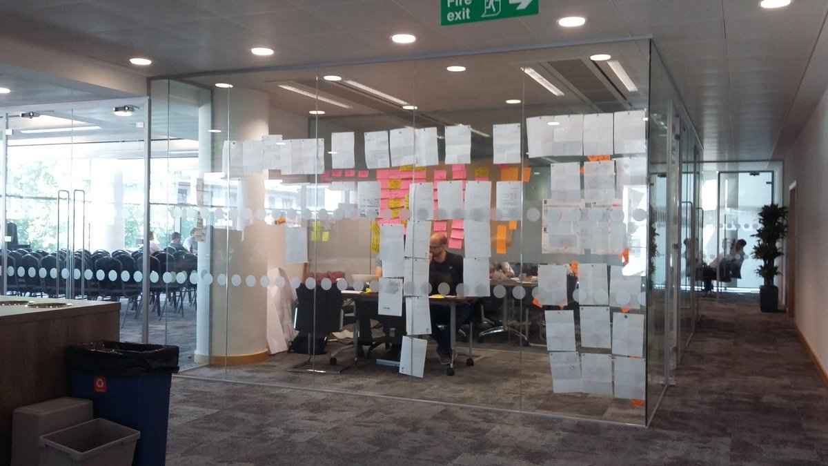 Seems every project we do now has a #frameless glazed office @NashGlassLtd and @InterfaceInc #CarpetTiles This glass is used as #pinboard  <br>http://pic.twitter.com/aWEQe7ZhnF