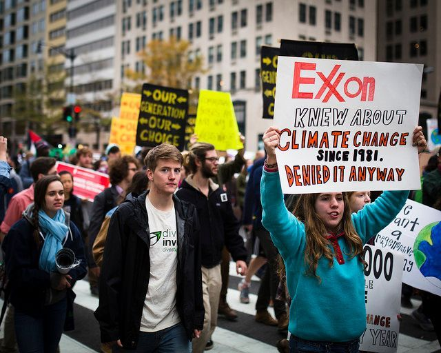 Next California&#39;s Attorney General should launch an investigation into all that #ExxonKnew:  http:// bit.ly/2uaW6L5  &nbsp;   @AGBecerra<br>http://pic.twitter.com/mEww6IzfYM