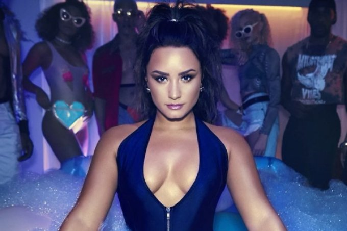 Demi Lovato faz house party épica no clipe de Sorry Not Sorry #WatchSorryNotSorry https://t.co/lWlvILHZCB