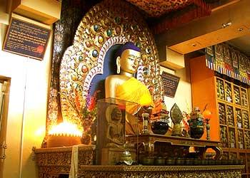 藏人行政中央内阁办公室今天(19日)发布公告:本周五(7月21日)下午4点整,藏人行政中央停止办公,各部部长、秘书长等所有公务员,以及当地僧俗民众将聚集在达然萨拉的大昭寺,特别为刘晓波先生举行超度法会。 https://t.co/Vz0uBgfQnt
