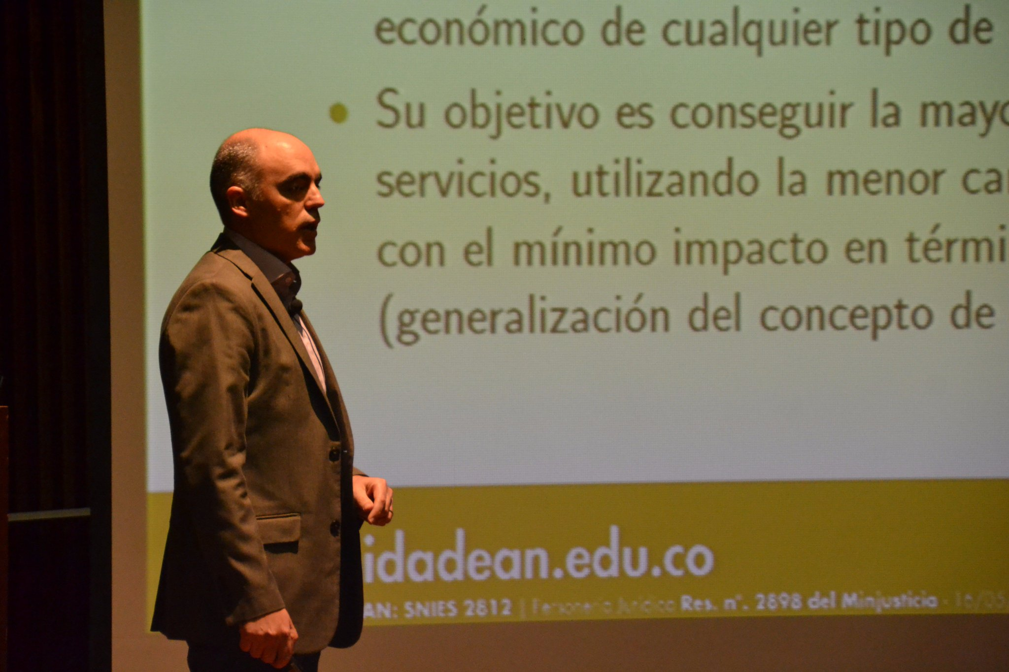 Intervención de Enrique Gilles, profesor de la @UniversidadEAN #EconomíaCircular Simposio #CrecimientoVerde #EnVivo: https://t.co/1pnwASUUMV https://t.co/bzI3yL1zRS