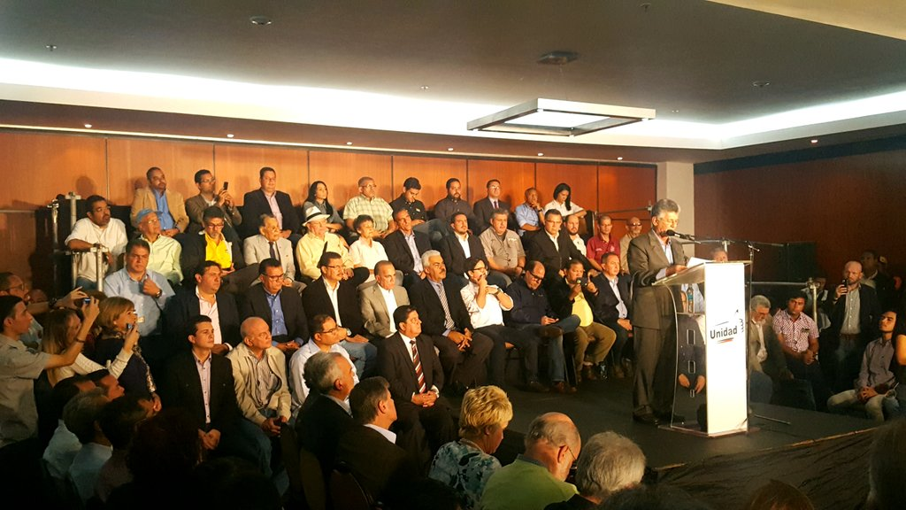 #Caracas oppo release document saying they &#39;are ready to govern&#39; from Day1 of a  eventual transition period. Big Q is: WHEN? #ThisIsVzla<br>http://pic.twitter.com/6azZXtUc9o