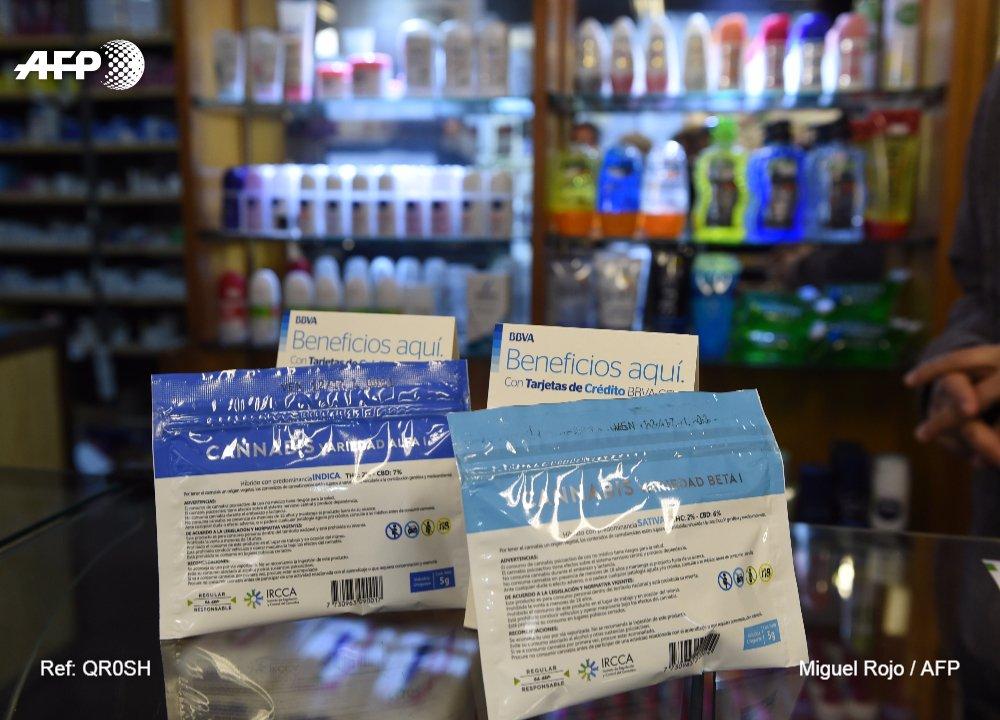 En Uruguay, pour fumer un joint, passez à la pharmacie https://t.co/9C1CaY4MQg par @maurirabuffetti #AFP