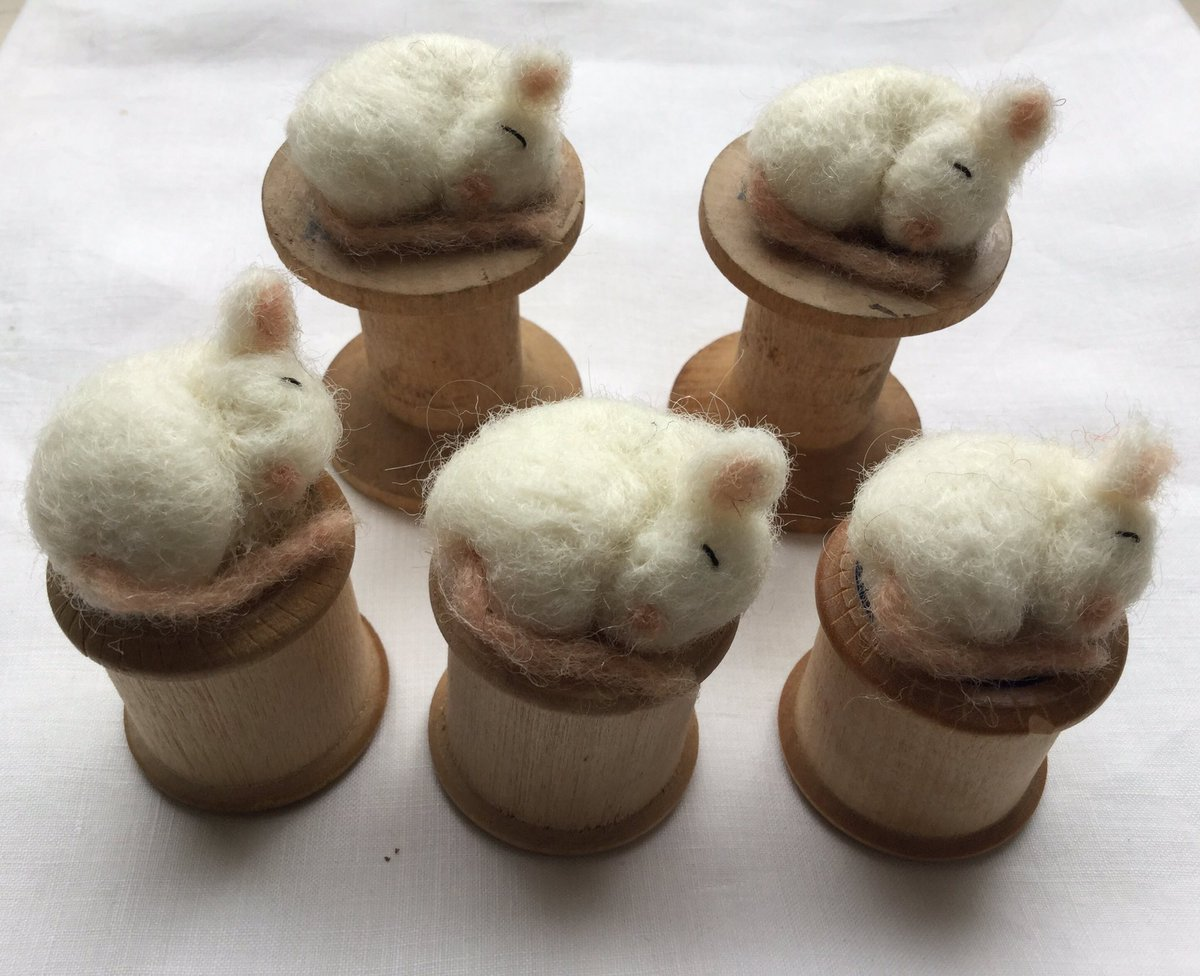 I&#39;ve been making mice on vintage cotton reels today  http:// etsy.me/2tekIzL  &nbsp;   #HandmadeHour #craftbuzz<br>http://pic.twitter.com/zj9rZuoZLU