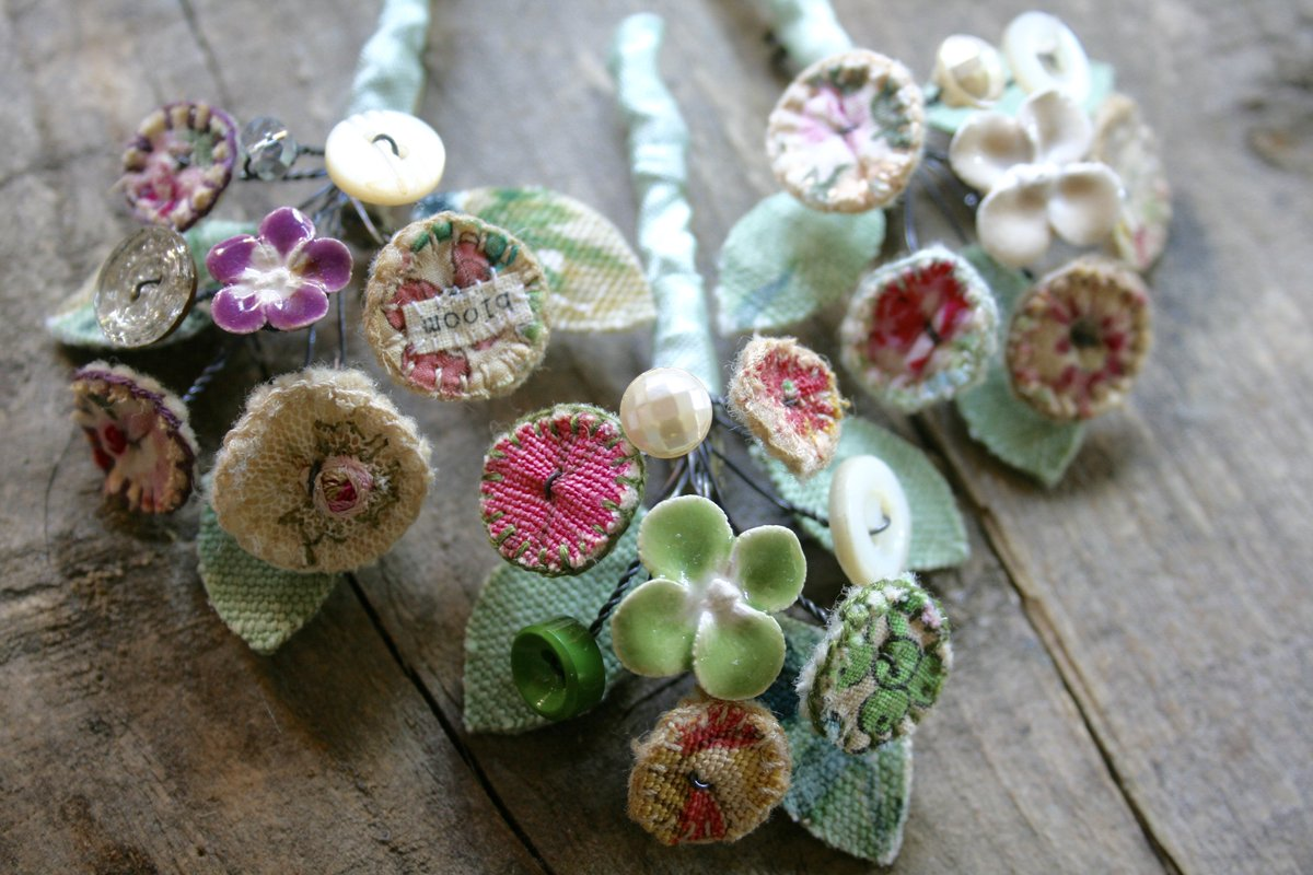 Only 2 of the new brooches left...I&#39;d better get making xx #handmadehour <br>http://pic.twitter.com/3PPc34zaNb