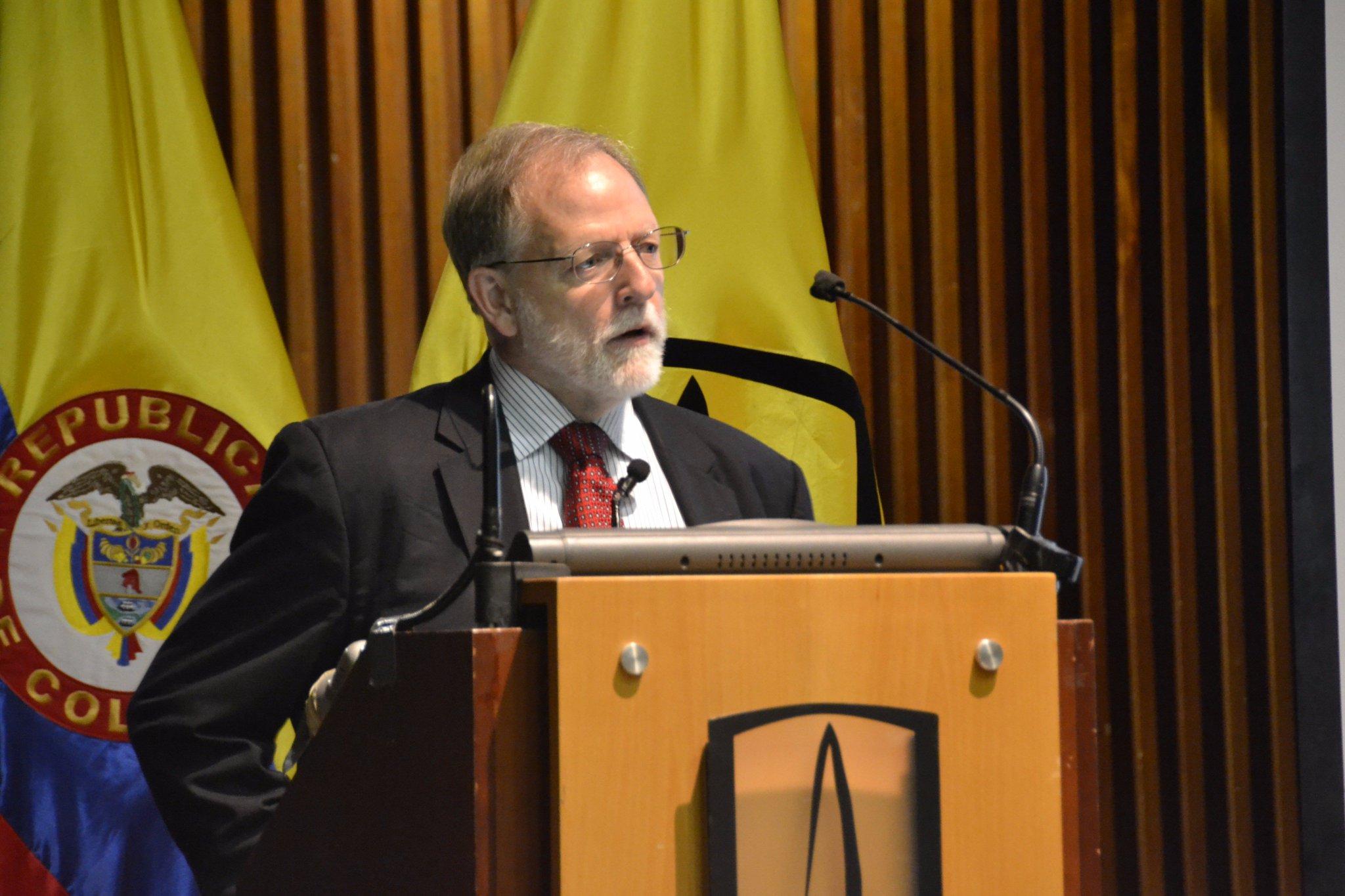 Conferencia de Michael Toman, investigador programa de energía y medio ambiente del @BancoMundial #CrecimientoVerde: https://t.co/1pnwASUUMV https://t.co/qLcVRurCu2