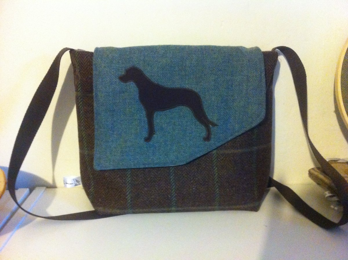 Just finished today - a tweed satchel with an applique Rhodesian Ridgeback.  #woofwoofwednesday #handmadehour #doglovers<br>http://pic.twitter.com/DghOnfRlea