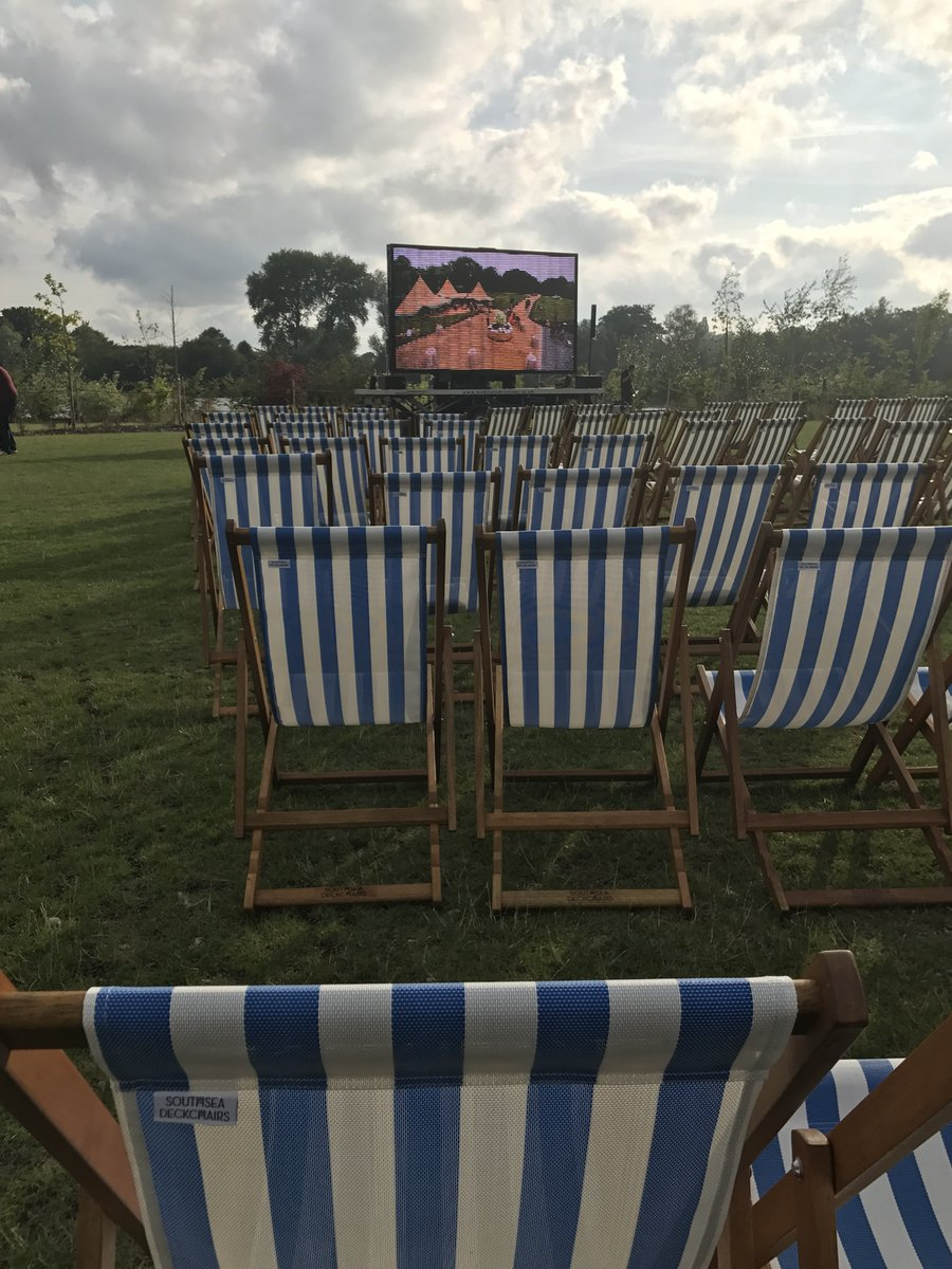 We are enjoying the beautiful open air cinema this evening Amberlakes! What a lovely venue! https://t.co/fkoBdnvswf