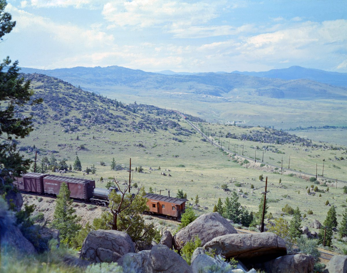 DFIEriNXcAAgkus - Electric Railroad through the Rockies