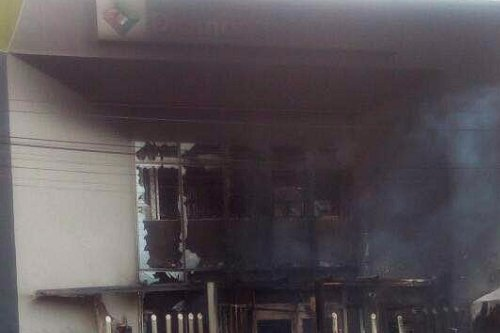The Diamond Bank located in Creek Road, Apapa, Lagos State was, on Wednesday set on fire by an angry mob, after policeman shot a tanker driver fatally.