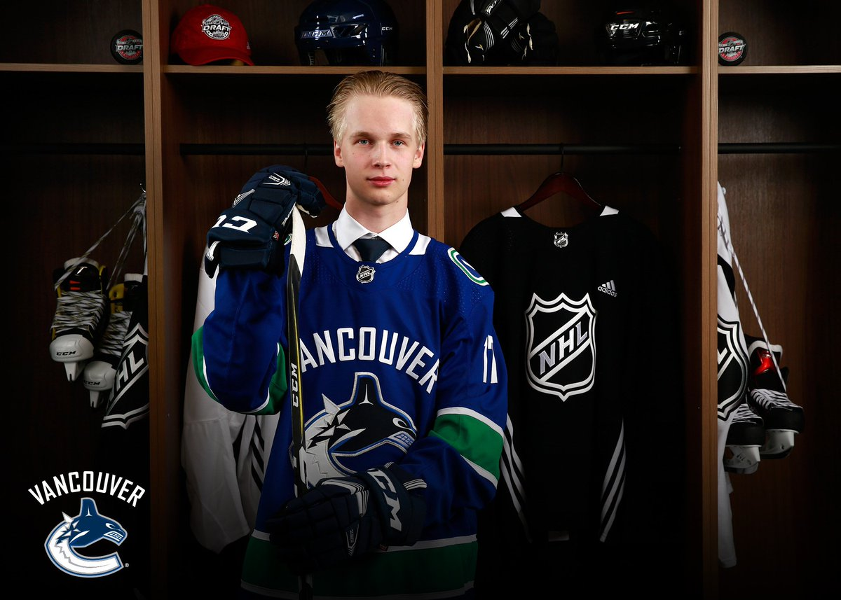 Drafted to the @Canucks and already having chemistry? @_Epettersson hi...