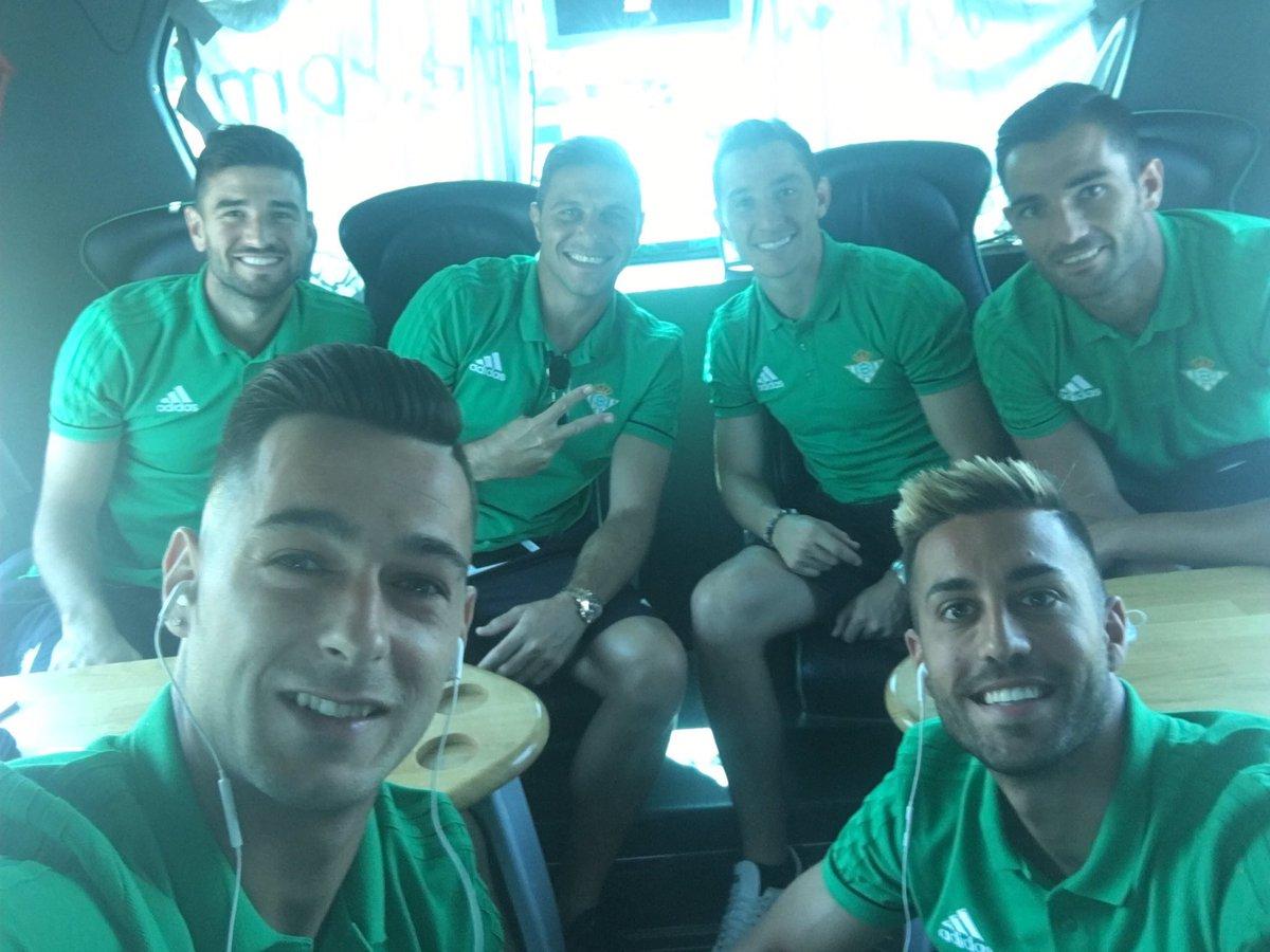 Primer viaje con el equipo!!🚌 #Portugal #MuchoBetis 💚