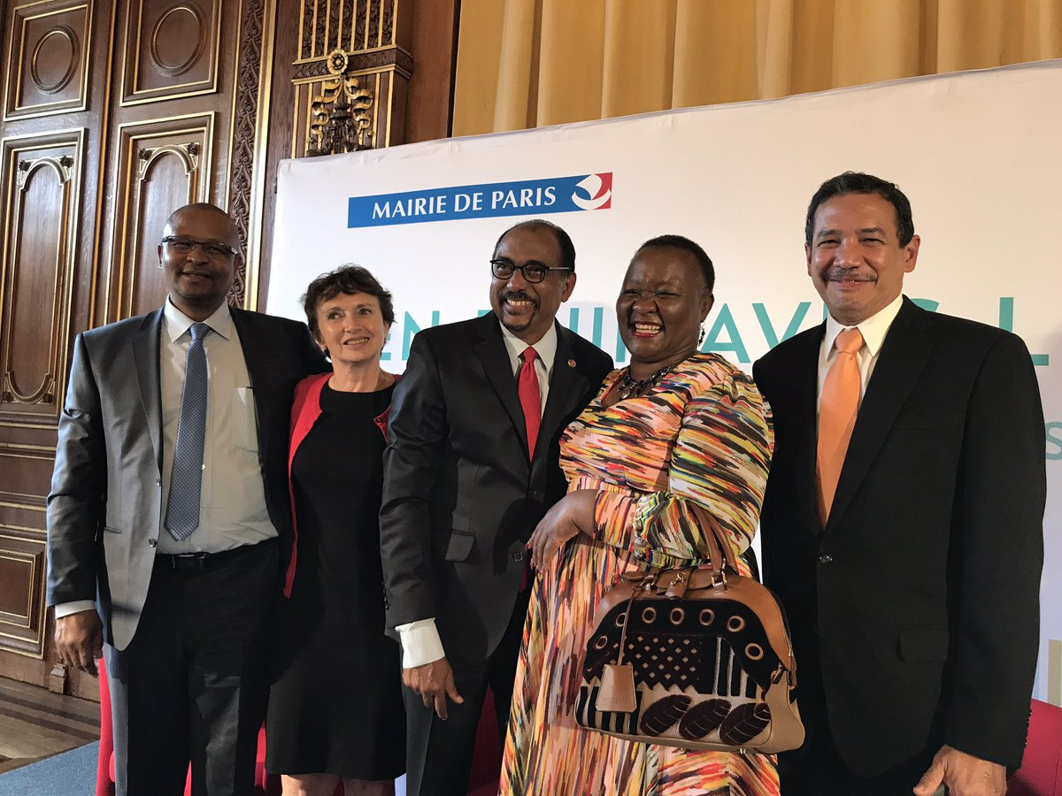 #Lesotho #France #Botswana #Panama leadership standing in solidarity for #EndingAIDS &amp; @UNAIDS<br>http://pic.twitter.com/RRSGsWlgWd