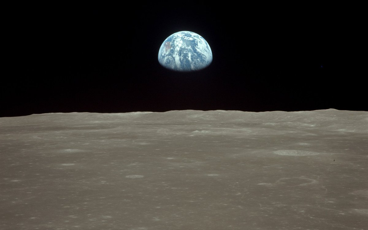 Earthrise from Apollo 8 #SPACE #ASTRONOMY <br>http://pic.twitter.com/Aw0LXl36jp