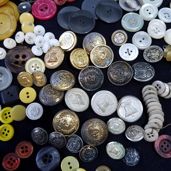 Button Addict , Sewing Forever !  Vintage #Buttons #sewing #crafts   https://www. etsy.com/777vintagestre et/listing/506396037 &nbsp; … <br>http://pic.twitter.com/IKQRiN3pSO