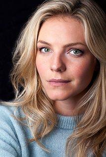 Eloise Mumford, vue dans Lone Star et Crash, rejoint le #casting de la saison 6 de #ChicagoFire https://t.co/4P0tyOC7Ix