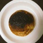 やばいめっちゃ笑えるメロンパンをオーブンで焼いたら焦げたので隕石にしてみた