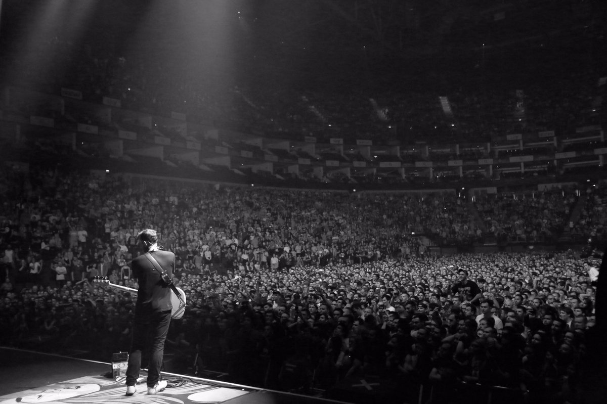 London, night one! Thanks for an awesome time. Let's do it again in a few hours. 📷 @robertnoise