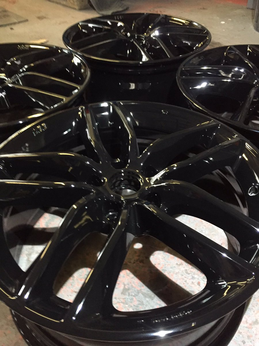 Audi TTs alloys fully refurbished and powder coated gloss black #Audi #tts #powdercoating<br>http://pic.twitter.com/lvmmKjo08Y