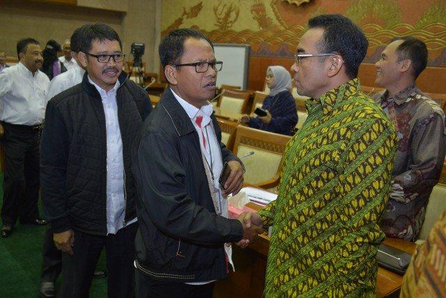 Komisi VI Pertanyakan Beralihnya Proyek LRT dari PT Adhi Karya ke PT K...